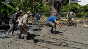 Con fondos propios el municipio hace pavimentos nuevos en el Bajo de San Isidro