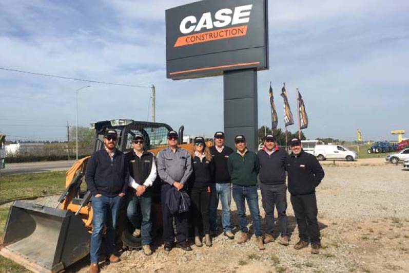 CASE Construction Equipment capacitó a vendedores en Uruguay