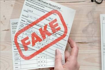 En medio de las exigencias de vacunas, los certificados de vacunas falsos se convierten en una industria